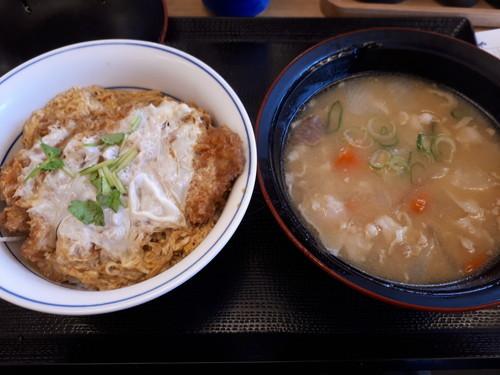 カツ丼梅+とん汁大