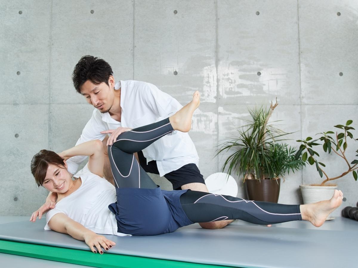 体幹トレーニングの女性