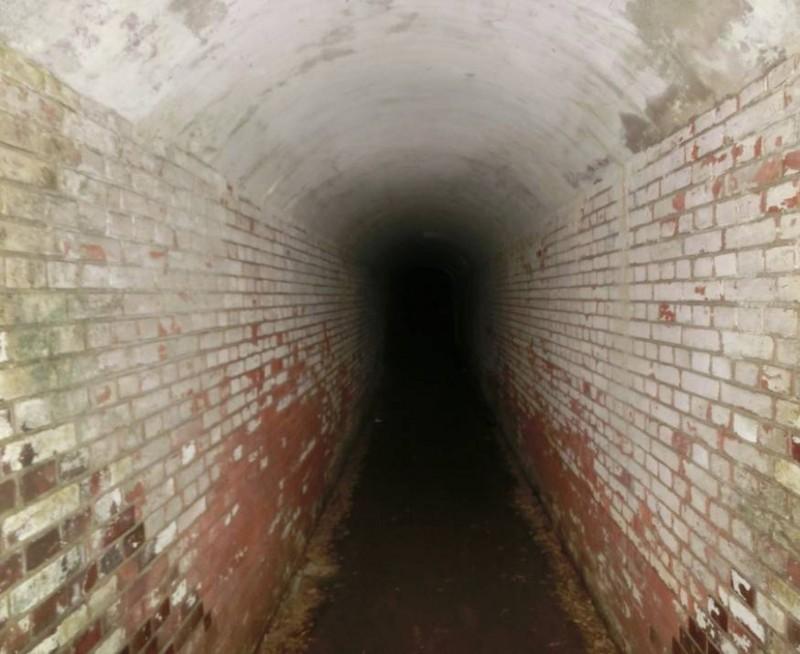 第5砲台の砲座連絡トンネル