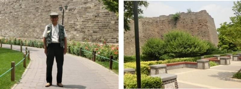 旧城石垣の前で