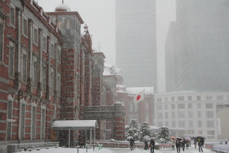 雪の東京駅(1月14日)
