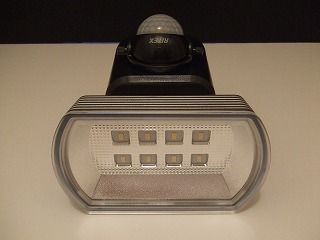 「LED SENSOR LIGHT」正面