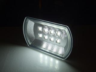 「LED SENSOR LIGHT」点灯中