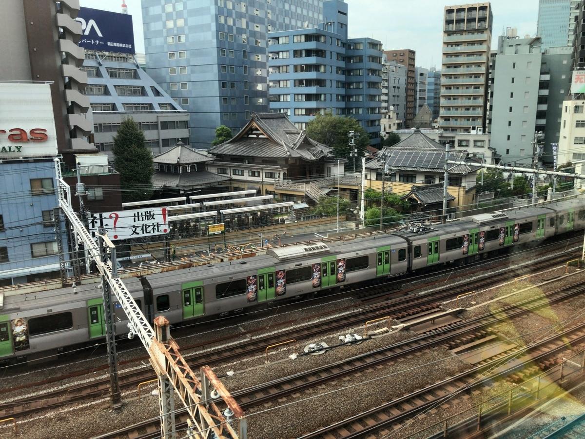東京モノレールから山手線が見える