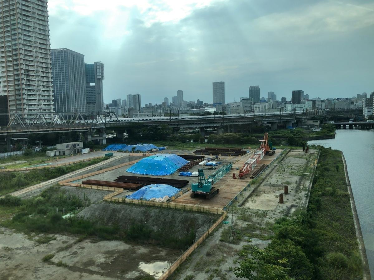 東京モノレールから東海道新幹線が見える