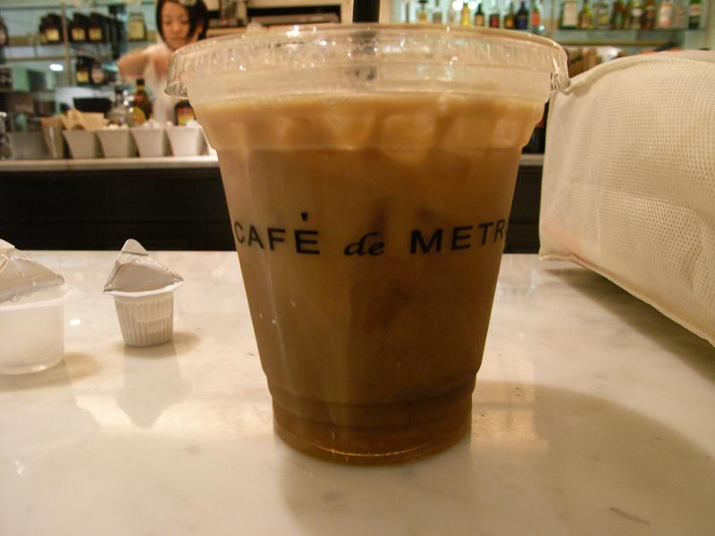 表参道駅。喫茶店にて。店員が井上真央に似てた。