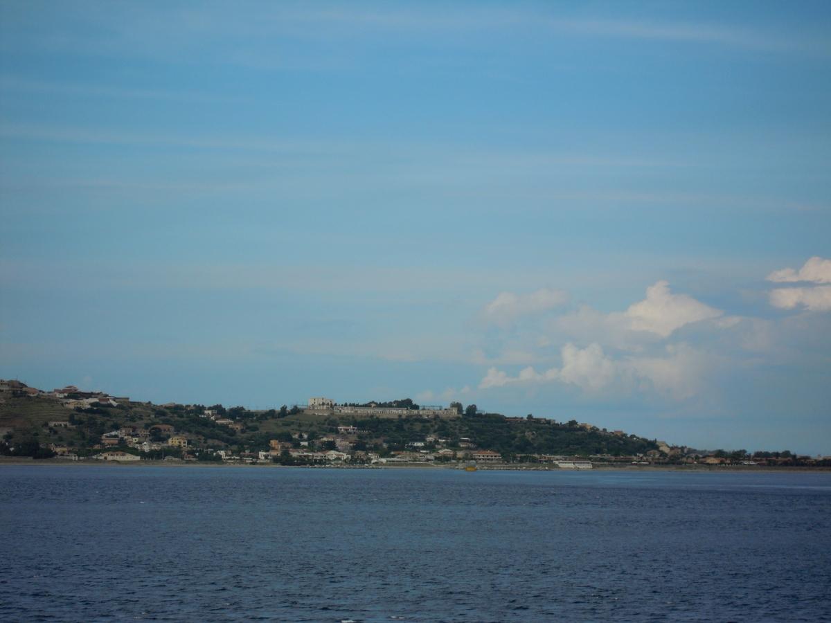 出航後、小さくなるシチリア島