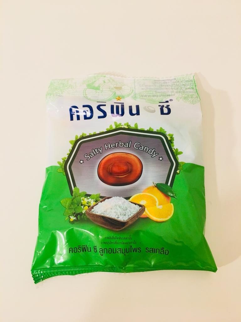 タイの塩飴Salty Herbal Candyの写真