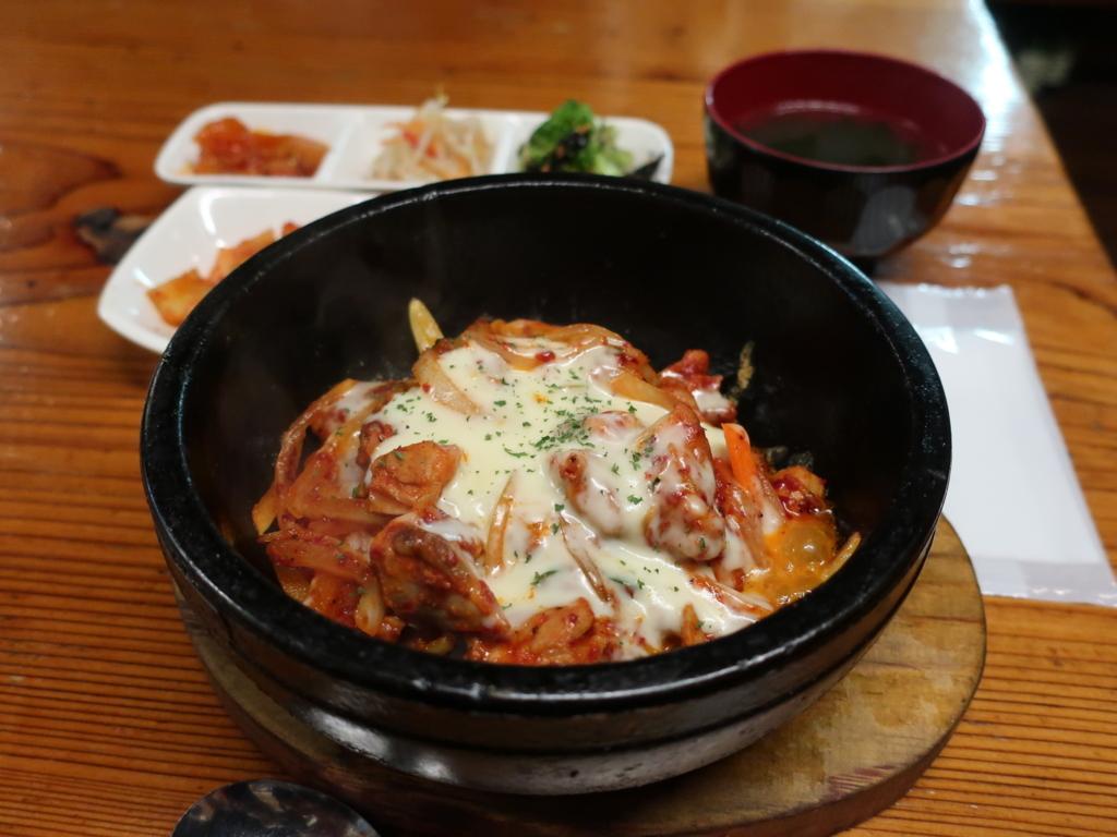 オムニ食堂のチーズタッカルビ石焼