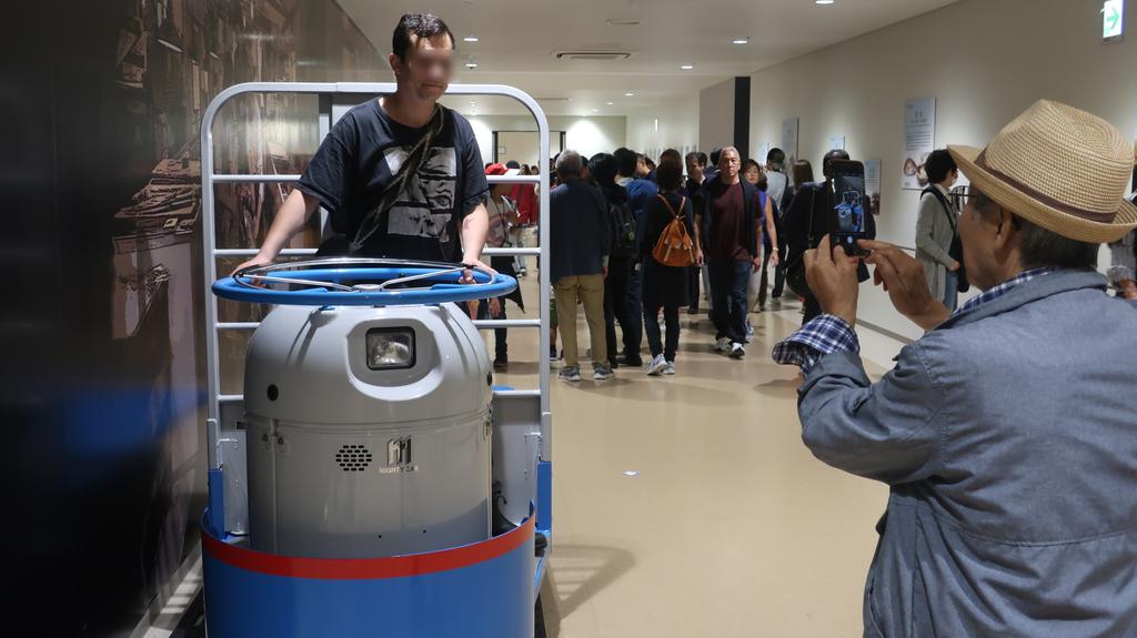 まだ少ない外国人。日本人観光客にシャッターを押してもらう。