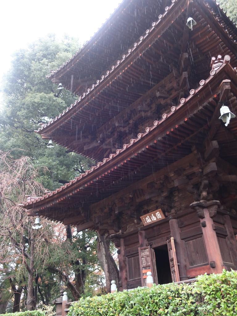椿山荘  三重塔