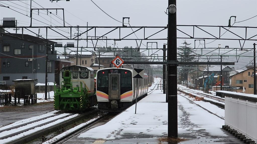 新潟の雪と列車