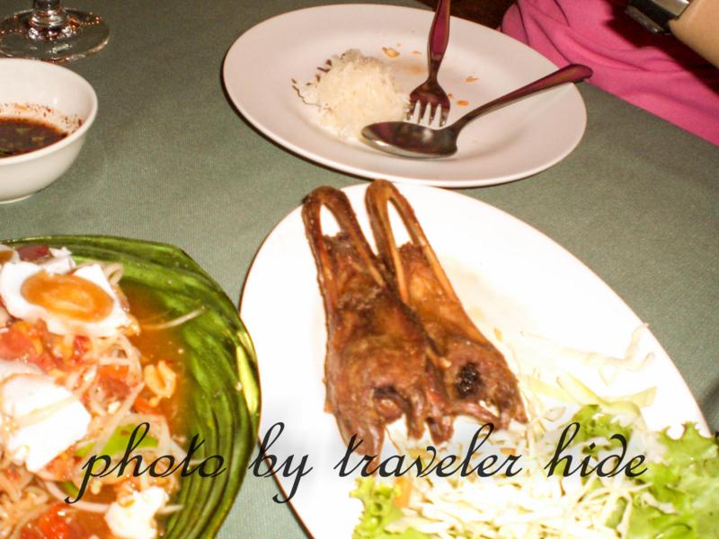 タイ東北部のイサーン地方の料理でアヒルのくちばし(パーク・ペット)を使った料理