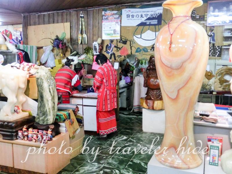 酋長文化村の土産物屋の店内