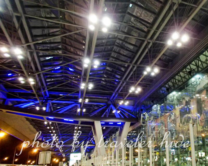 夜のスワンナプーム空港