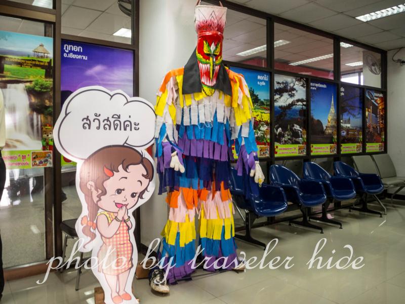 空港の建物にあるピーターコーンの人形