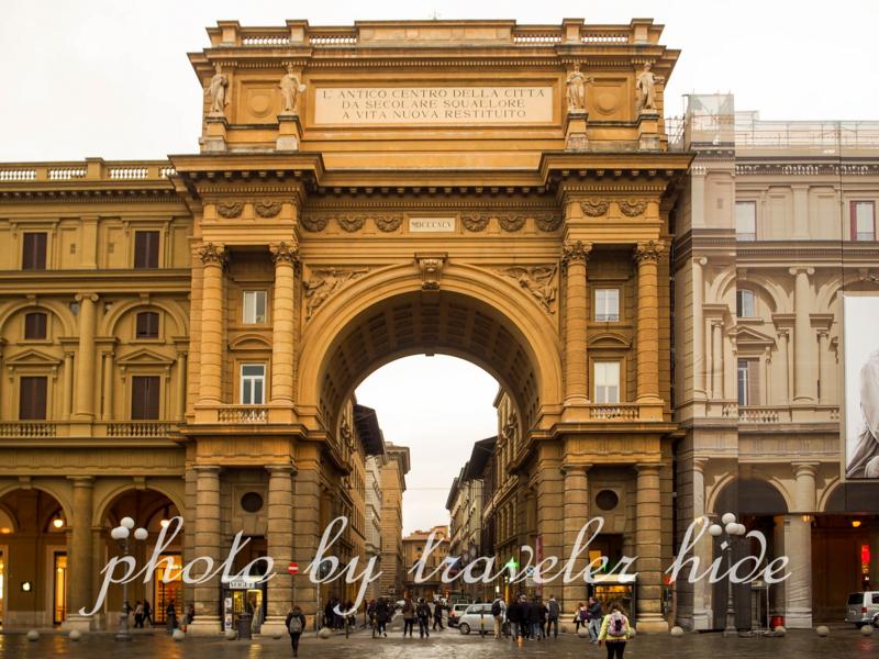 フィレンツェのレプッブリカ(共和国)広場(Piazza Repubblica)