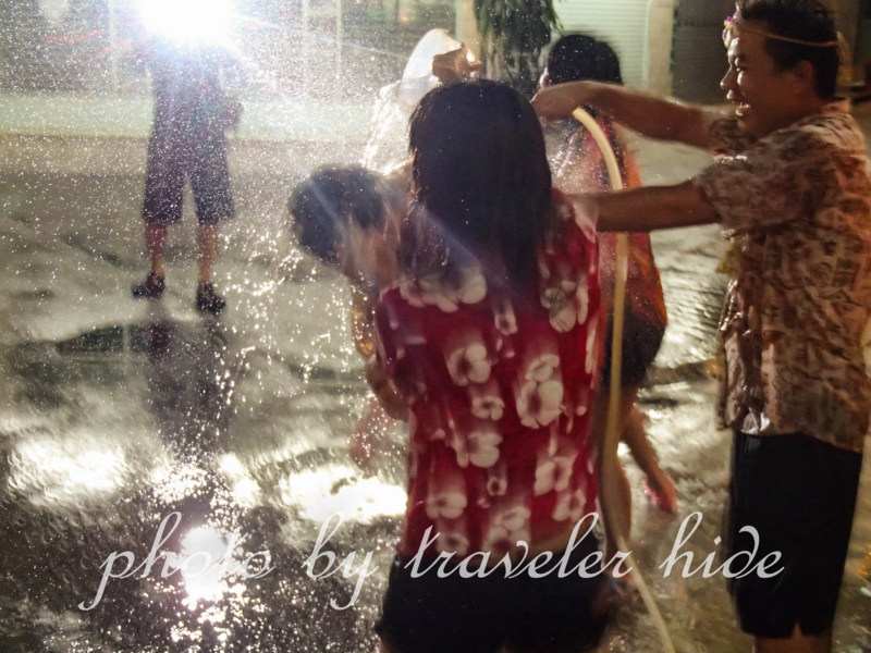 バンコクのソンクラーン(水かけ祭り)の様子