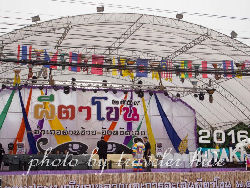 ピーターコーン祭り(Phi Ta Khon Festival)のオープニングセレモニーが行われるメインステージ