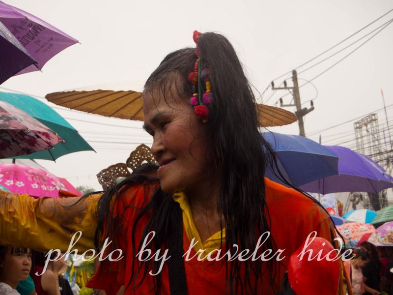 神出鬼没のピーターコーン祭り(Phi Ta Khon Festival)の名物おばあちゃん