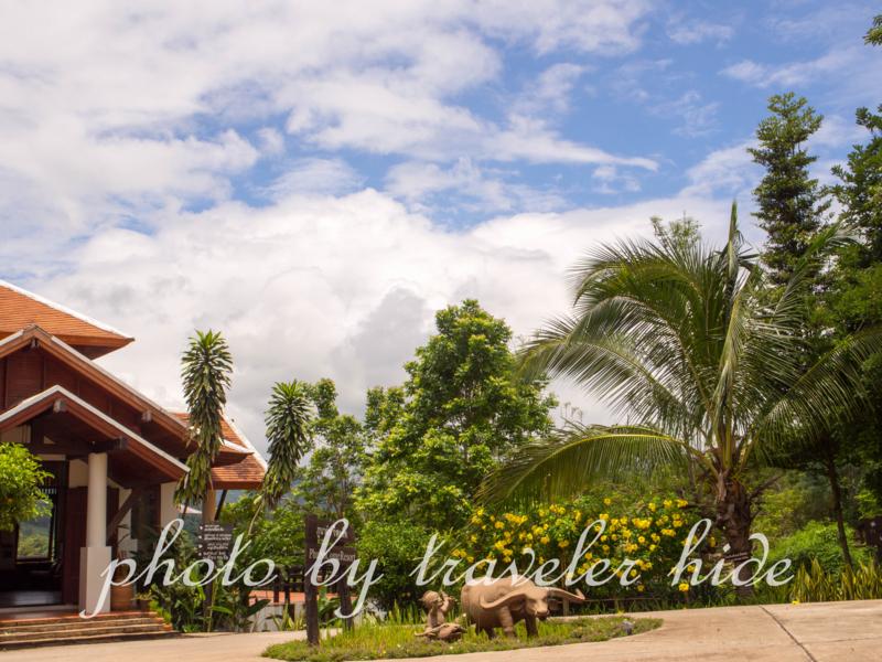 プーナーカムリゾート(PhuNaCome Resort)のレセプションがある建物