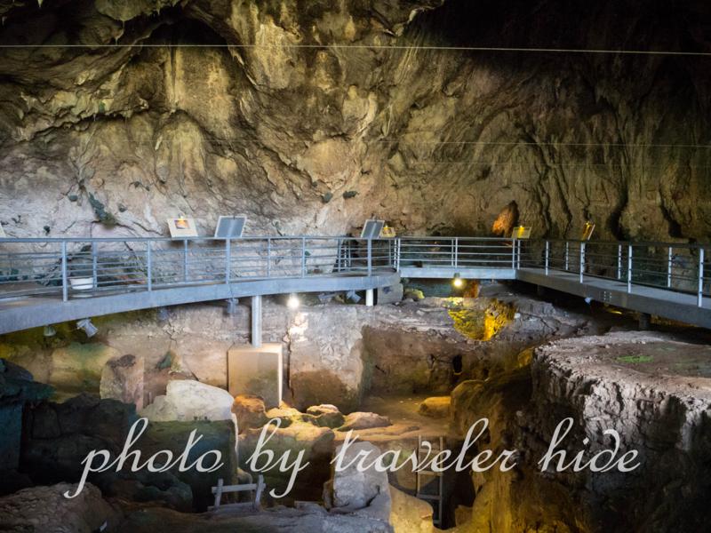 メテオラの洞窟