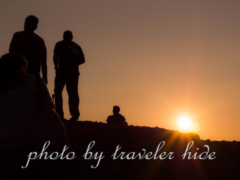 メテオラのサンセットツアー中、夕日に染まる風景