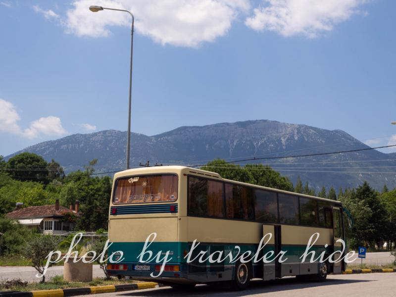アテネ発デルフィ行きのバス