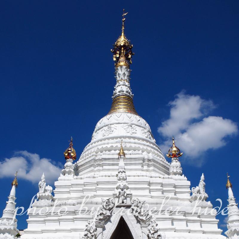 チェンマイにあるワット・マハワンの純白の仏塔