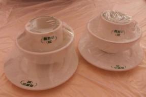 中華料理屋のパックされた食器