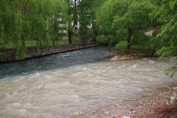 九寨溝の入り口を出たところの川