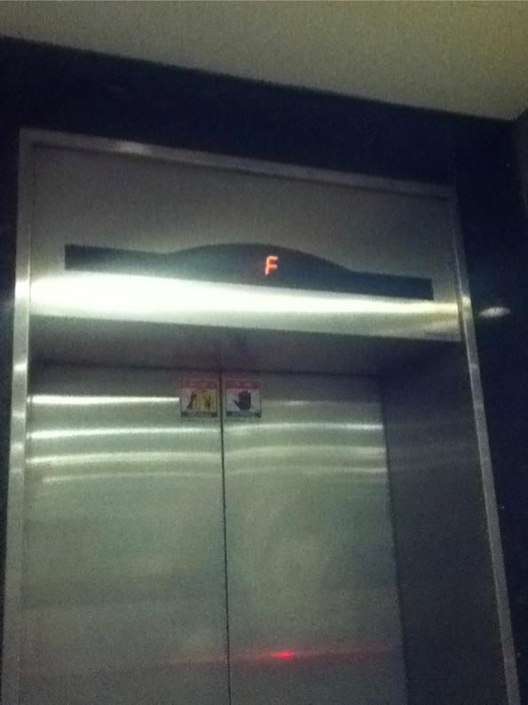 韓国のエレベーターの4階