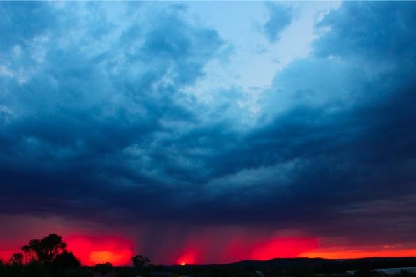 スタンソープの不思議な夕日と雨雲