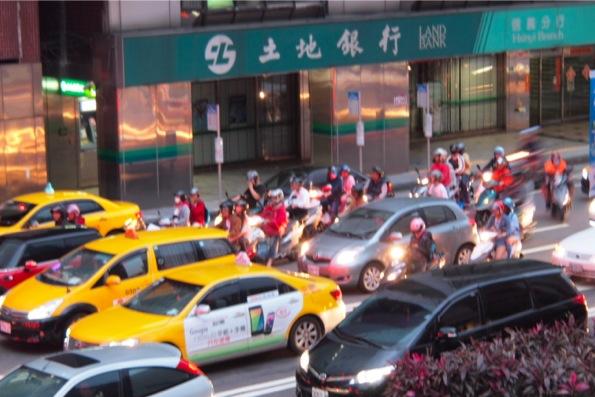 台湾はともかくバイクが多い