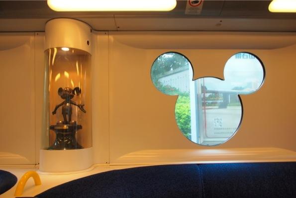 香港ディズニーランド/Hong Kong Disneylandへ向かう電車