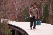 黄龍風景区の掃除をする人