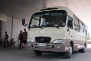 ハロン湾行きツアーのバス