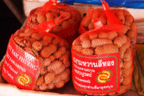 カンボジアのフルーツ(タマリンド)
