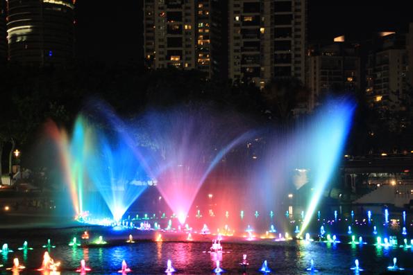 KLCC公園の噴水ライトアップショー