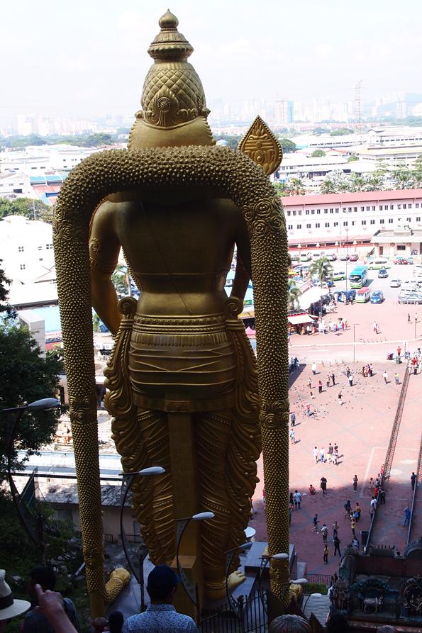 ムルガン(Murugan)像の後ろ姿