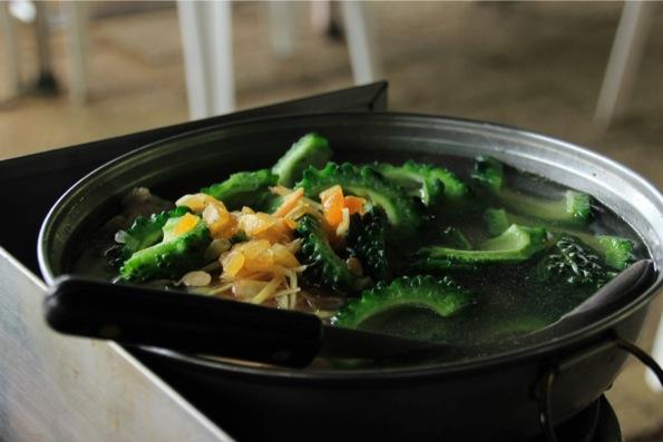 苦瓜と鶏のスープ