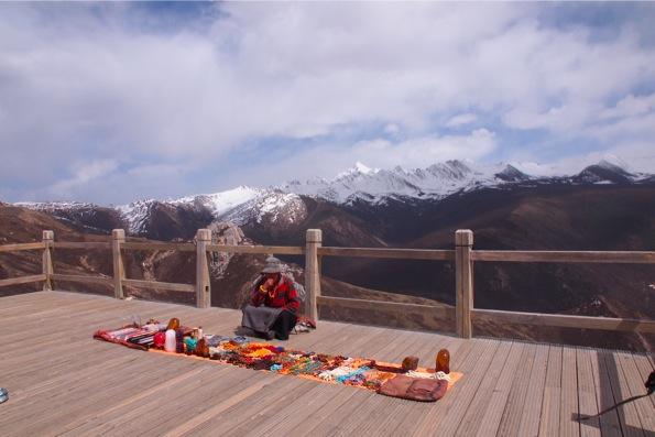 峠雪山梁(海抜4,000m)