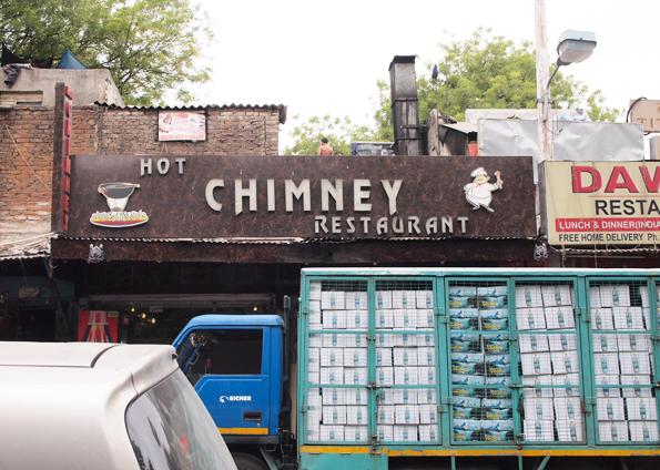デリーのレストラン (Hot Chimney Restaurant)