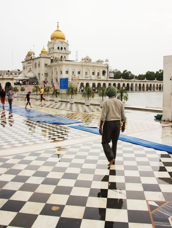 シク教寺院「グラッドワーラ・バングラサーヒブ」でターバンを巻いたインド人