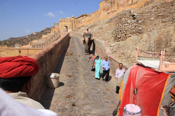 世界遺産のアンベール城 (Amer Fort)
