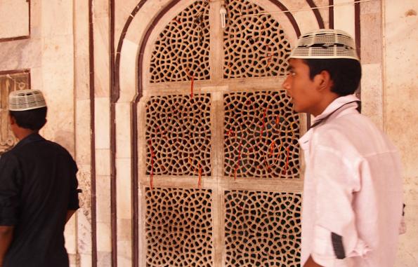 ファテープル・シークリーのモスク地区(ジャマーマスジット)の願いの叶う紐