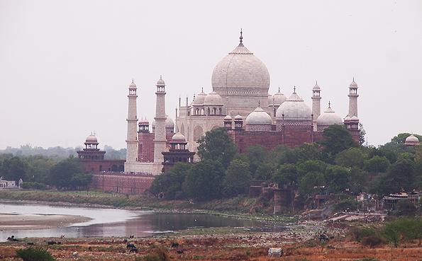 世界遺産「アーグラ城塞」から見えるタージマハル