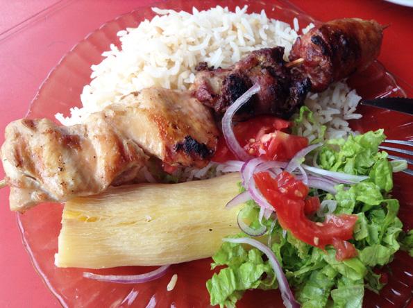 ランチで食べたpacumuto mixtoは肉の串刺し