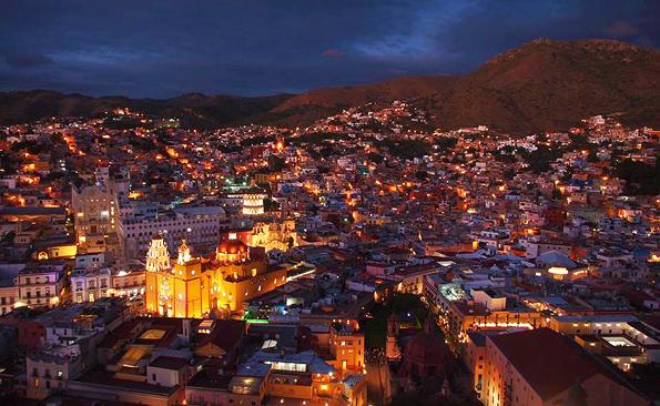 メキシコの世界遺産グアナファトの夜景