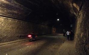 グアナファトのローカルバスで降ろされる場所がトンネル内